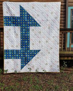 The @austinmqg did an amazing job using scale to create their challenge quilt for charity. Check it out! This is just one of many quilts being made using one design theme and color palette. All of them will be on display at QuiltCon next month in Savannah! #quiltcon #quiltconcharityquilt