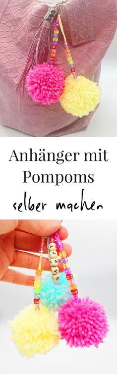 Pompoms aus Wolle selber machen. So könnt Ihr Euch Bommel ganz einfach selber machen. Schritt für Schritt Anleitung für das selber basteln von Pompoms mit und ohne Pompom Maker.