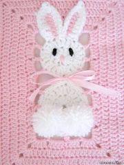 Copertina all'uncinetto per neonato con coniglietti