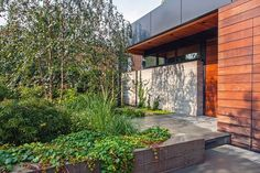City House in a Garden McKay Landscape Architects created fenceless privacy for this Chicago home, tucking its entry behind a street-facing raised garden that features Royal Frost birches, dwarf Japanese maples, and Boston ivy. In addition to the front garden, a generously planted walkway leads to an entertaining space at the rear of the house, and a combined green roof and vegetable garden fills out its upper level.