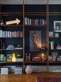 Enkelt möter mörkt och mässing (hemmet som förenar två inredningsstilar) | Sköna hem