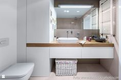 Modern, which is actually the easiest. No more decorations and mass - Baustil Modern Bathroom Sink, Minimal Bathroom, Narrow Bathroom, Bathroom Photos, Bathroom Layout, Modern Bathroom Design, Contemporary Bathrooms, Bathroom Interior, Bathroom Sinks