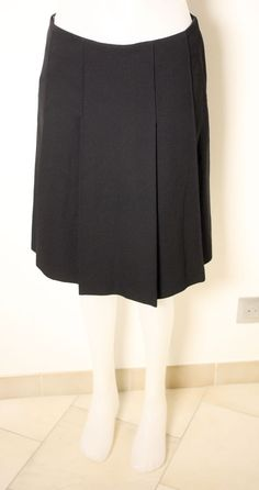 CHLOE LADIES BLACK 100% WOOL SKIRT-SIZE 38-USED-EXCELLENT CONDITION-VERY CHIC