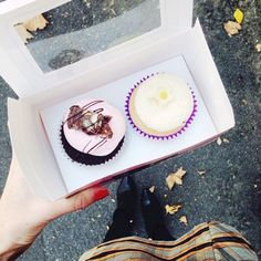 @vanillacanvas was en route to a friend's house today. It was a close call, but we're pleased to report the cupcakes made it there without being, uh, ... taste tested first.