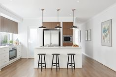 Bright Whites & Warm Timbers. The Monarch 26 Display #HomebuyersCenterVictoria #weeklyhometrends #kitcheninspo #building #newhome #pendantlights #timberfloors #windowsplashbak #openkitchen #design #interiors #inspiration vic.homebuyers.com.au/home-designs/monarch-26