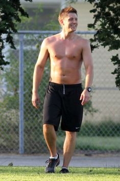 """Supernatural"" star Jensen Ackles goes shirtless while playing soccer with the film crew."