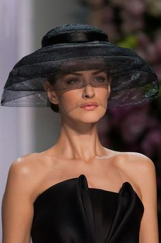 Ralph Russo at Couture Spring 2014 - Hats Glamour, Ralph Et Russo, Fascinator Hats, Fascinators, Headpieces, Fancy Hats, Wearing A Hat, Love Hat, Fashion Mode