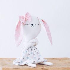 #lelelerele #kitty #kidsdeco #handmade #nursery #room #cuddlytoy #benito #bunny #peluches #muñecos #hechoamano #regalo #original