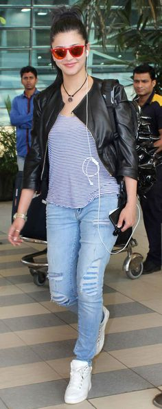 Shruti Haasan at Mumbai airport. #Bollywood #Fashion #Style #Beauty #Hot #Sexy