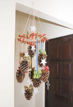 Móbile de pinhas para enfeitar o natal
