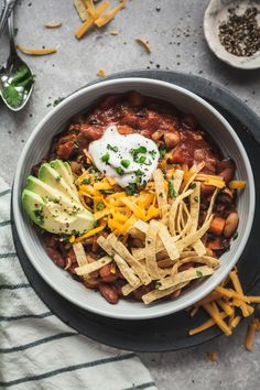 Easy Vegetarian Chili - This is the best meatless chili recipe! Tons of veggies and beans, perfect with chips, on a veggie burger, or a vegetarian chili dog! #vegetarian #vegan #chili #easy #healthy #recipe #best
