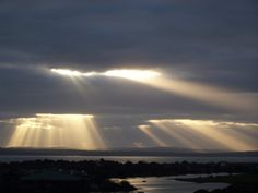 glorious crepuscular rays.....from the Cloud Appreciation Society's website.