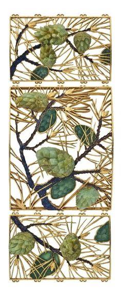 René Lalique (1860-1945). Plaque de collier de chien Pommes de pin. C. 1900. Or, émail, chrysoprases. Les Arts Décoratifs - Paris - France
