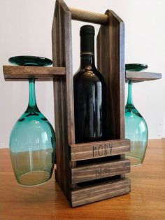 Wine Caddy Holds one wine bottle and two wine glasses. empty or full! The wood dowel handle makes it easy to carry anywhere. Stained and sealed with a matte finish polyurethane coating, this is a gr Wine Bottle Glass Holder, Glass Holders, Wood Wine Holder, Wine Bottles, Wine Corks, Wine Decanter, Bottle Opener, Woodworking Projects Diy, Diy Wood Projects