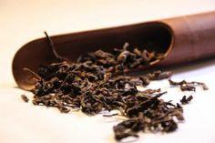 El té rojo o Pu-Erh procede de la fermentación del té verde. Además de las propiedades adelgazantes, es un excelente digestivo y depurativo que refuerza el hígado.