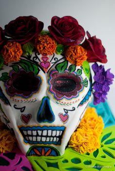 Google Image Result for http://www.cake-austin.com/120226_Dia_De_Los_Muertos_Web__1_of_22_.jpg