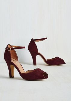Scallop Your Alley Heel in Maroon. Its about time that a pair of pumps caters to your specific and sophisticated taste - and these sultry heels from Chelsea Crew truly deliver. Burgundy Wedding Shoes, Maroon Shoes, Burgundy Heels, Wedding Shoes Bride, Wedding Boots, Bridal Shoes, Vintage Wedding Shoes, Comfy Wedding Shoes, Green Wedding