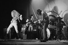 English rock group Led Zeppelin performing at the Empire Pool, Wembley, London, 23rd November 1971. Left to right: Robert Plant, John Paul Jones, Jimmy Page and John Bonham (1948 - 1980). (Photo by Michael Putland/Getty Images)