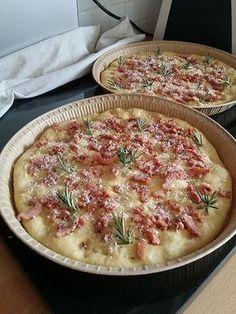 Focaccia (ou fougasse) aux lardons, romarin et parmesan 32 pains 21 apero
