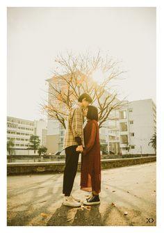 Không ngờ có một Bách Khoa tình đến thế trong bộ ảnh của cặp đôi gái Xây dựng trai Kiến trúc - Ảnh 1. Portrait Photography Poses, Couple Photography, Family Posing, Couple Posing, Korean Wedding Photography, Pre Wedding Poses, Human Poses Reference, Couple Shots, Ulzzang Couple