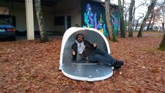 gl/hKtjCu These emergency igloo shelters are helping homeless people in France survive freezing temperatures Travel goo. Homeless Housing, Homeless Shelters, Un Igloo, Clever Inventions, Shelter Design, Homeless People, Thermal Insulation, Helping The Homeless, Tiny House Design
