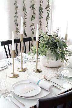 Modern Thanksgiving table + simple DIY decor ideas