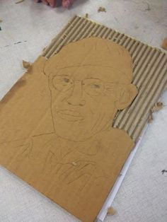 Neat Cardboard Art Made By Cutting Off T - Diy Crafts - Marecipe Cardboard Sculpture, Paper Mache Sculpture, Cardboard Art, Diy Crafts Tv, Cardboard Relief, Diy Projects To Make And Sell, Quote Collage, Origami Paper Art, Paper Mache Crafts