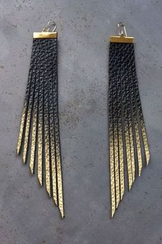 "Daly Bird - ""Sunny"" Schwarz zu Gold 49 € - Show Pony Boutique - Diy Schmuck Ideen Diy Leather Earrings, Leather Jewelry, Leather Craft, Wire Jewelry, Jewelry Crafts, Handmade Jewelry, Fringe Earrings, Jewelry Ideas, Diy Earrings Easy"