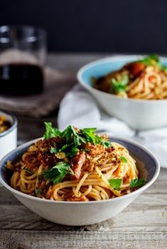 Spaghetti with Bacon, Chilli and Pangrattato - Nomu Chilli Pasta, Prawn Pasta, Pasta Dinners, Asian Recipes, Ethnic Recipes, Healthy Family Meals, Food Dishes, Food Food, Bacon