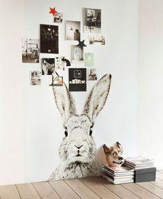un lé de papier-peint lapin pour la chambre des enfants