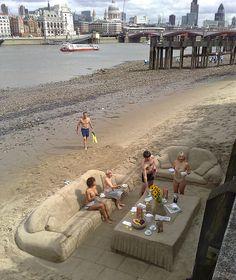 Breakfast on the beach, London