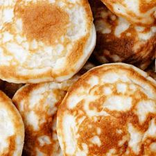 Dutch Pancakes - a pancake recipe with lots of egg What's For Breakfast, Breakfast Dishes, Breakfast Recipes, Dutch Pancakes, Pancakes Easy, Pepsi Cake, Leftover Turkey Soup, Morning Food, Recipe Of The Day