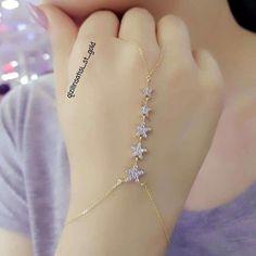 bracelets with ring diamond bracelets that are gorgeous. diamond bracelets that are gorgeous. Fancy Jewellery, Stylish Jewelry, Cute Jewelry, Bridal Jewelry, Fashion Jewelry, Handcuff Jewelry, Body Chain Jewelry, Hand Jewelry, Hand Bracelet