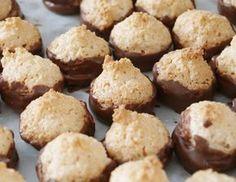 MINI KOKOSKY | Recepty Candy Recipes, Dessert Recipes, Home Made Candy, Czech Recipes, My Dessert, Holiday Cookies, Cookie Bars, Christmas Baking, Pavlova