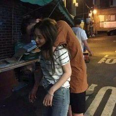 Couple, ulzzang, and korean image Korean Image, Cute Korean, Korean Girl, Ulzzang Couple, Ulzzang Girl, Outdoor Fotografie, Couple Goals Cuddling, Korean Ulzzang, Couple Aesthetic