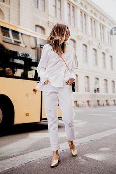 Highwaisted White Mom Jeans Classic White Shirt Metallic Flats Metallic Bag Street Style Tumblr