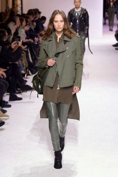 balmain menswear mens pfw pfwm paris runway @sssourabh Women's Runway Fashion, Mens Fall, Balmain, Military Jacket, Menswear, Paris, Jackets, Down Jackets, Field Jacket