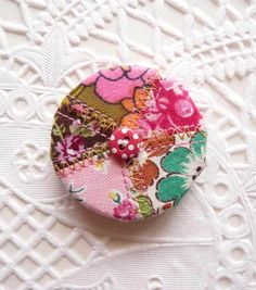Patchwork Valentine button brooch in love letter pouch Unique Presents, Corsages, Pink Polka Dots, Handmade Jewellery, Love Letters, Fabric Scraps, Fabric Flowers, Cute Gifts, Brooches