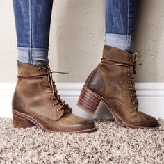 Frye Heeled Combat Boot Frye Sabrina 6G Lace Up Boot in Tan. Pre-owned condition. Frye Shoes Ankle Boots & Booties