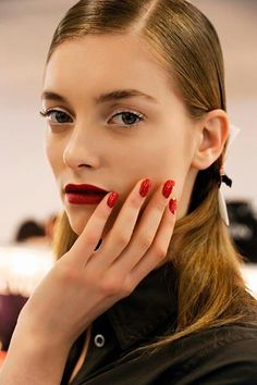 Red nails and red lips. Natch!