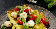 Oletko kokeillut lisätä vohvelitaikinaan avokadoa ja kermaviiliä? Saat ihan loistavan väli- tai iltapalan.
