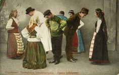 Mustamäki postcard 1907 - Kuvan nuorilla naisilla on säppälit. Postikortti Mustamäeltä 1907.