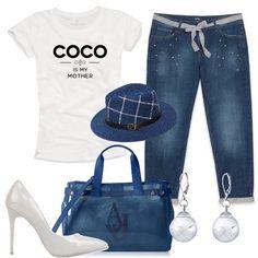 Jeans baggy con cintura e applicazioni in pietre, t-shirt bianca con stampa, décolleté con tacco a spillo, borsa a mano Armani Jeans, delicati orecchini e per finire cappello trendy, che renderà il vostro look davvero unico.