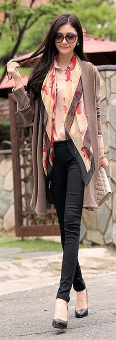 Korean Fashion Women's Knitting Long Coat. We all know my secret obsession with Koreans! Korean Fashion Trends, Korea Fashion, Asian Fashion, Girl Fashion, Fashion Outfits, Womens Fashion, Collection Eid, Vogue, Street Style