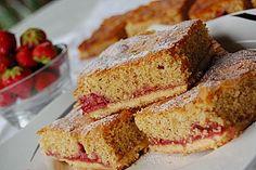 Erdbeerschnitten mit Mandeldecke