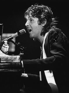 ...Paul McCartney, NYC, 1976...Wings Over America tour...
