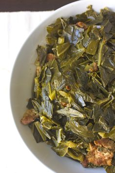 Plenty of flavor and savory smoked pork or turkey that makes this Southern Collard Greens Recipe divine! Perfect for your Thanksgiving holiday meal! Southern Collard Greens, Collard Greens Recipe, Side Dish Recipes, Vegetable Recipes, Side Dishes, Turnip Greens, Collor, Smoked Pork, Southern Recipes