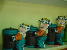 ceramica pintada Kitchen Ornaments, Cows, Minions, Biscuit, Kitchen Ideas, Snoopy, Fictional Characters, Decorated Jars, Amor