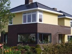Aan de Prinsbernhardlaan in Bunde is een woning gerealiseerd met keramische dakbedekking. De Datura mat zwart verglaasd is een onderhoudsvriendelijke dakpan. Datura mat zwart verglaasd.