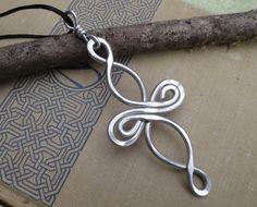 Große Keltischer Knoten Kreuz Anhänger Aluminium Infinity